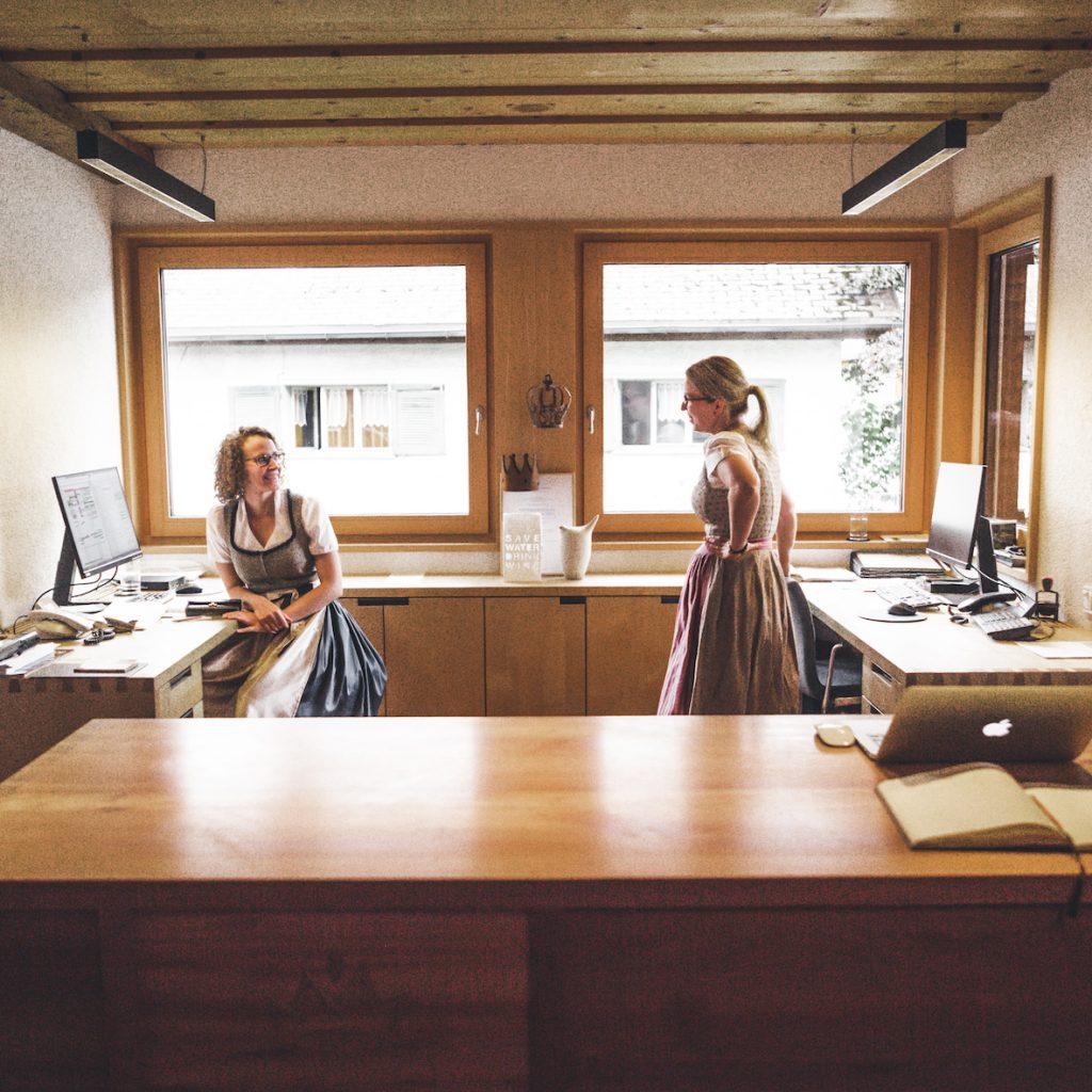 Anna und Kollegin, Hotel Krone in Hittisau